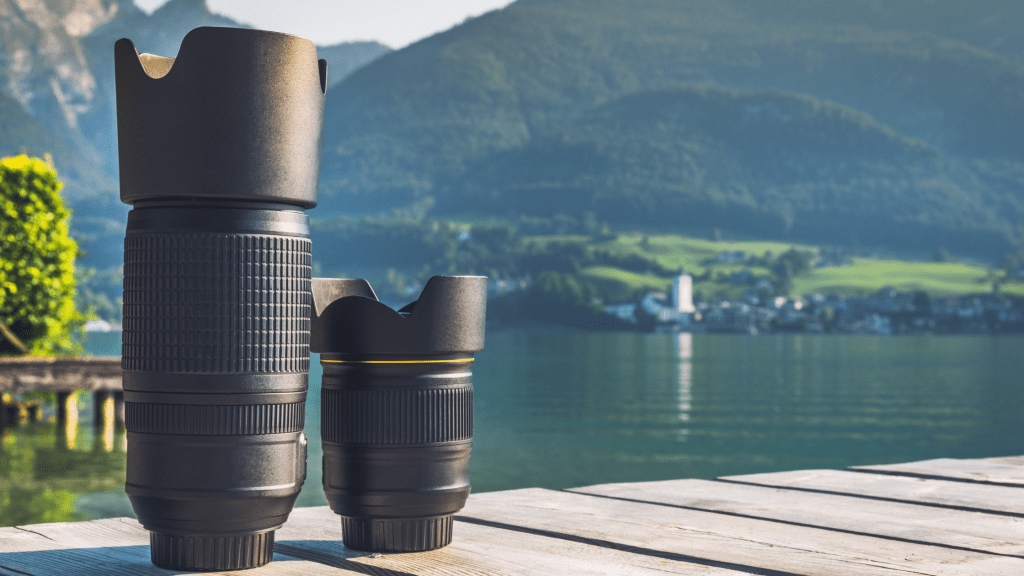 What is the difference between a prime lens and a zoom lens?