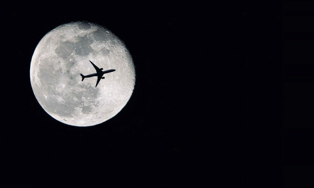 Find the best time of day for moon photography